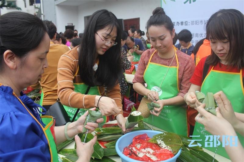 弘扬中华传统文化!betway官网举行第二届包粽子比赛