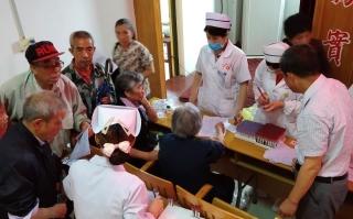 新寧縣開展首個老年健康宣傳周宣傳服務活動