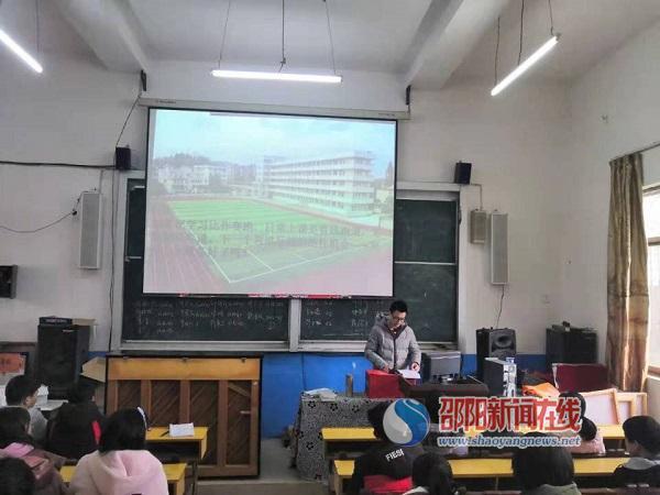 隆回县横板桥中学举行优秀毕业生经验交流会