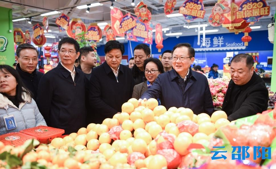 龔文密劉事青檢查市場供應并開展走訪慰問:向堅守一線的工作人員致以美好的新春祝福