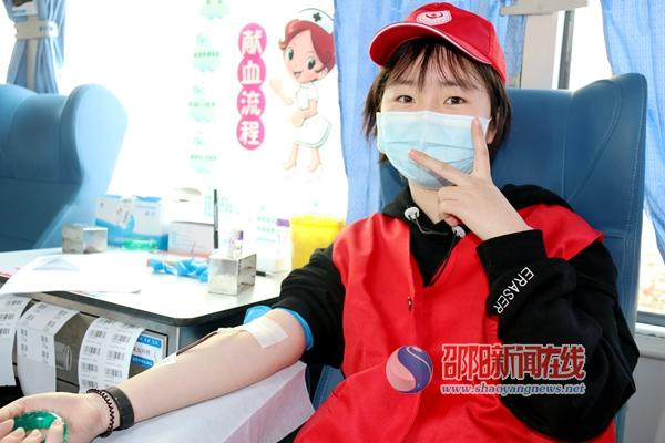 """邵东团体献血""""燃爆""""现场 200余人献出7万余毫升热血"""