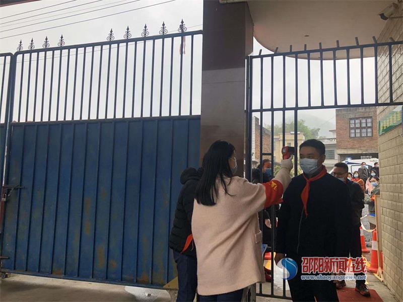 武冈市邓家铺镇黄塘中学开展新冠肺炎疫情防控应急演练