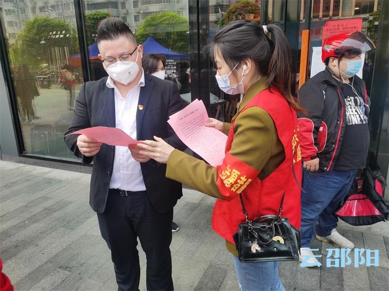 """双清区东风路街道开展倡导使用""""公筷""""文明志愿活动"""