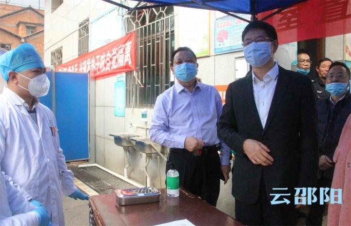 刘事青到市区部分学校现场检查高三、初三春季学期开学工作