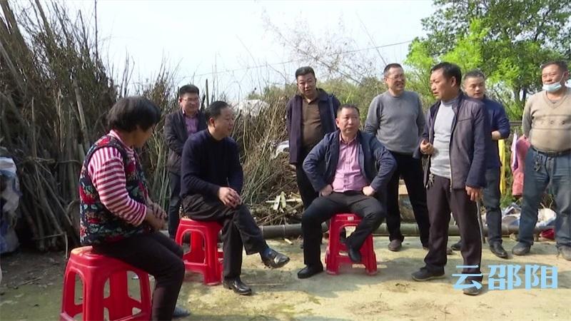 肖拥军到洞口县石江镇联合村调研脱贫攻坚工作