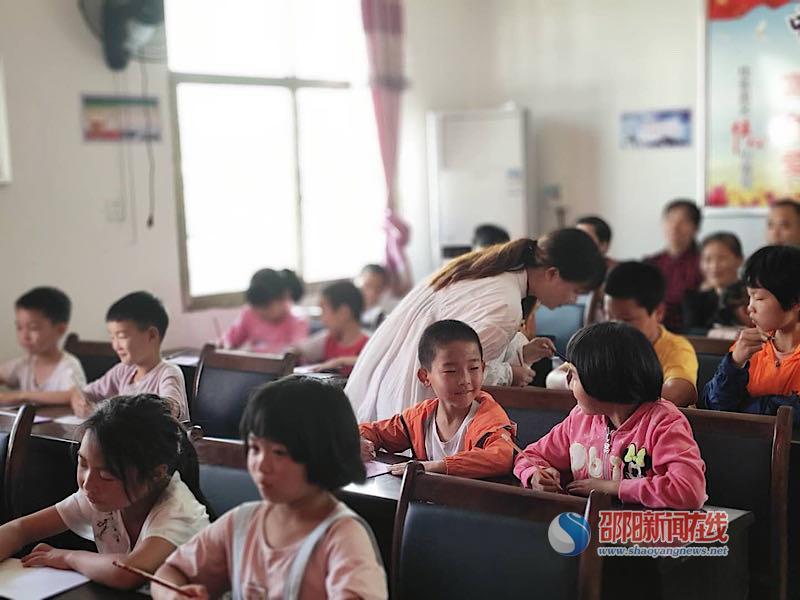 """北塔区双树小学组织学生参与""""同心共建送教下乡""""活动"""