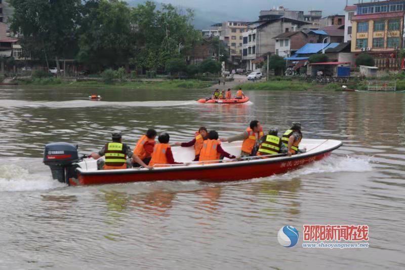 新宁县多部门联合开展抗洪抢险暨水上救援演练