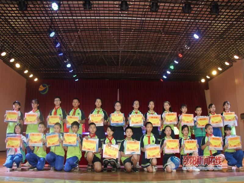 邵东市杏园小学举行六年级第一次月考表彰大会
