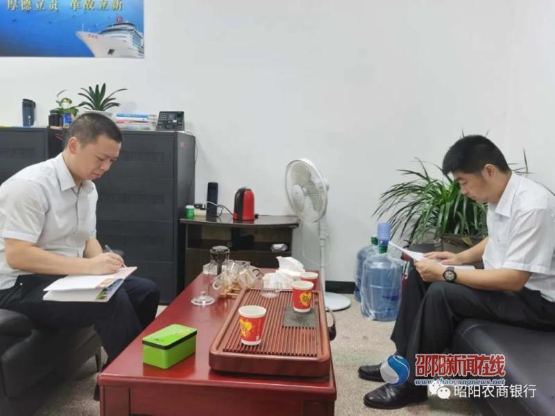 昭阳农商行党委书记海峻周末到基层网点摸底调研