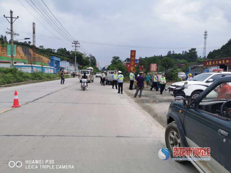 新宁交警打响夏季国省道交通秩序专项整治行动第一枪