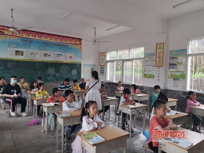 北塔区柑子塘小学开展以老带新,共研课堂活动