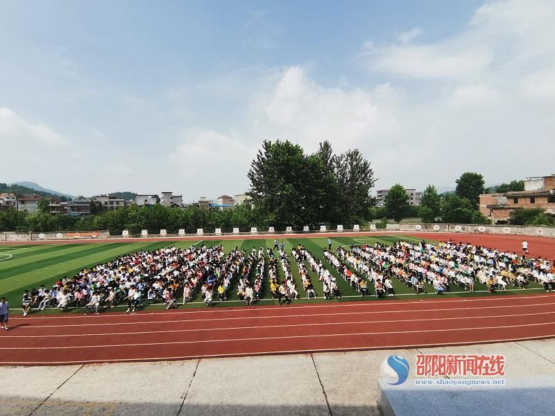 隆回县横板桥中学举行禁毒知识讲座