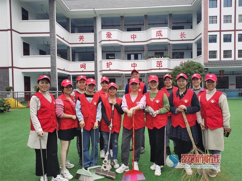 武冈市幼儿园开展环境卫生整治活动