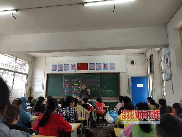"""邵东市火厂坪镇龙公桥中学""""展新秀风采,促教师成长"""""""