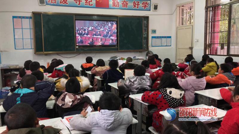 """隆回县罗子团完全小学举行""""宪法晨读""""活动"""