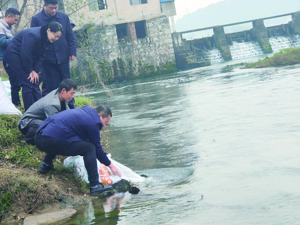 双清区人民检察院:打击非法捕捞 增殖放流修复生态
