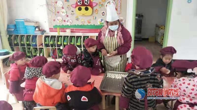 """北塔區第一幼兒園開展""""小小餃子香,暖暖冬日情""""包餃子活動"""