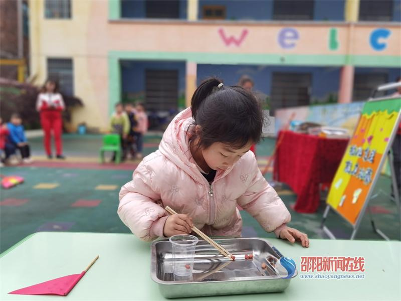 武冈市秦桥镇中心幼儿园开展幼儿自理能力大赛